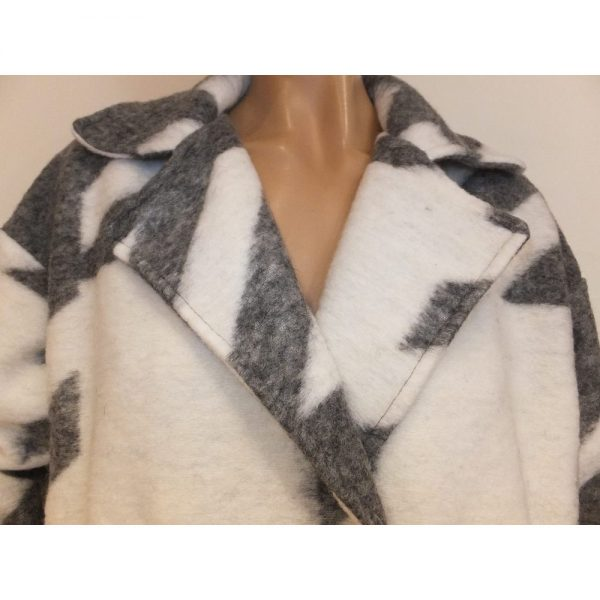 8615WH1 Mantel grau-weiß Gr 40-42